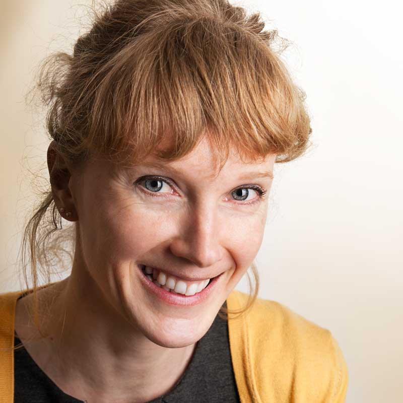 Sabine Schusser ist Klinische Psychologin und Gesundheitspsychologin sowie Traumatherapeutin im Therapiecafé Wien 15