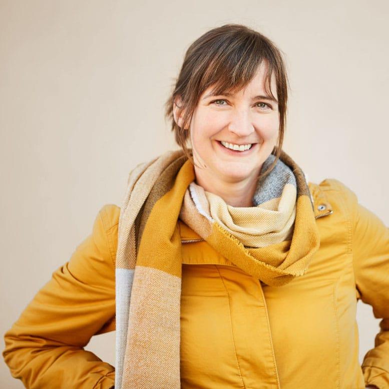 Andrea Prettenhofer ist Klinische Psychologin und Gesundheitspsychologin, Kreativtrainerin und Online-Beraterin im Therapiecafé Wien 15
