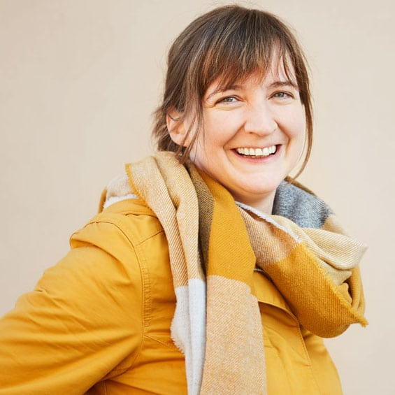 Andrea Prettenhofer ist Klinische- & Gesundheitspsychologin, Positive Psychologie, Zertifizierte Kreativtrainerin, Zertifizierte Online-Beraterin im Therapiecafé Wien 15