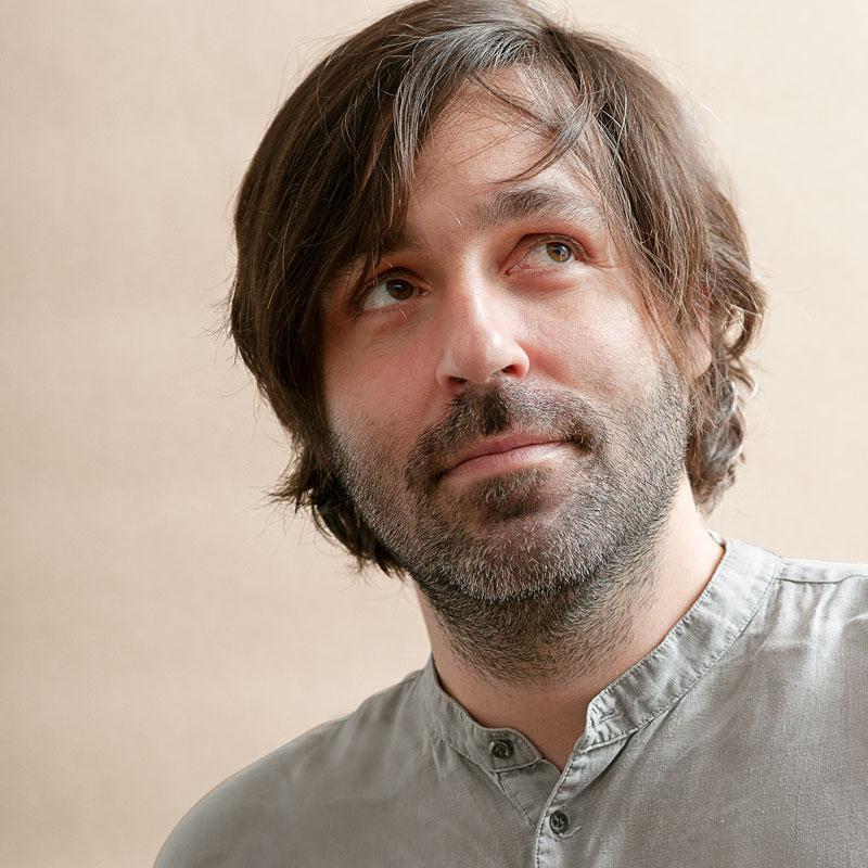 Andreas Klambauer ist Kunsttherapeut & Kreativtrainer im Therapiecafé Wien 15