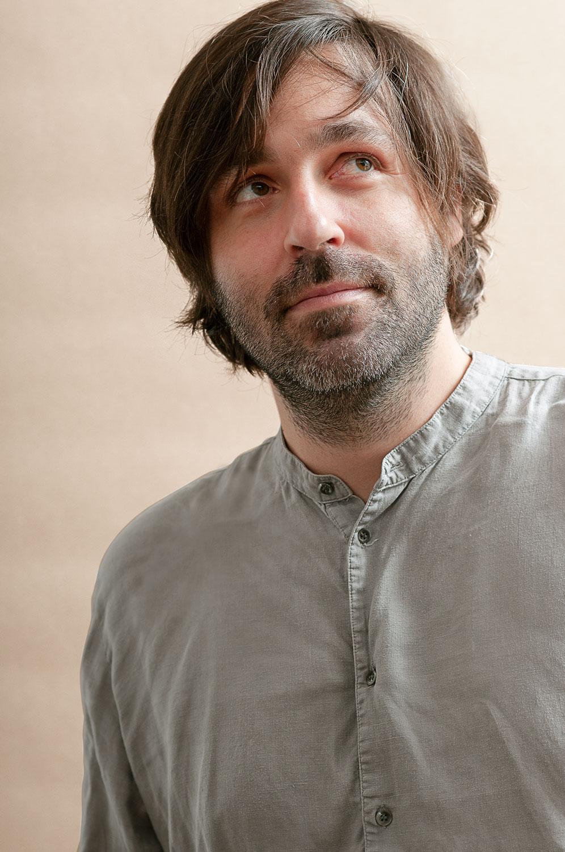 Andreas Klambauer ist Multimedialer Kunsttherapeut und Kreativtrainer im Therapiecafé Wien 15