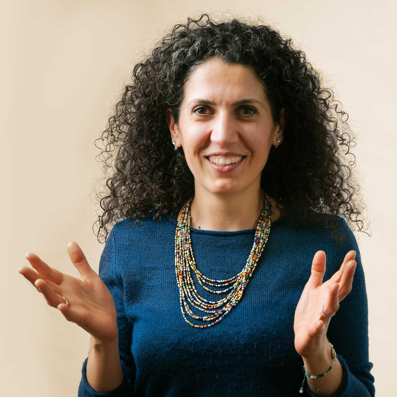 Sara Sebron ist Psychotherapeutin, Coach, Supervisorin sowie Kinder- & Jugendlichentherapeutin im Therapiecafé Wien 15